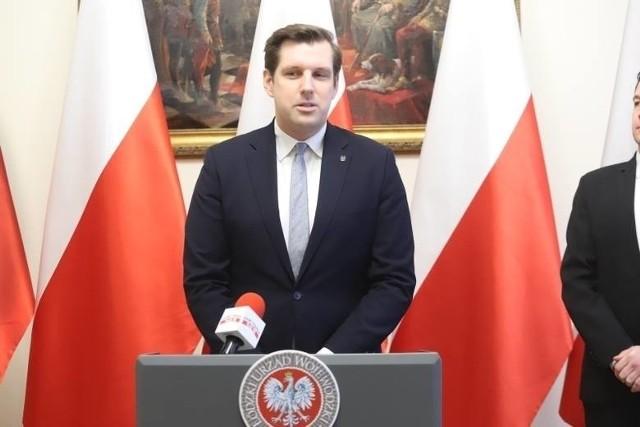 Naruszeniem konstytucyjnego prawa własności' wojewoda łódzki Tobiasz Bocheński nazwał uchwałę zakazującą wjazdu do Łodzi tzw. busom antyaborcyjnym czy promującymi inne drastyczne treści.