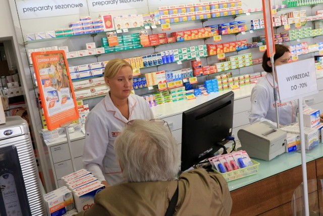 Starsze osoby czasami nie wykupują lekarstw z biedy. Czy teraz niektórzy z nich bardziej zadbają o swoje zdrowie? Zobaczymy