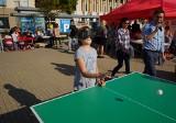 Poznań: Dzień Białej Laski na placu Wolności. Można było poczuć się jak osoba niewidoma i zagrać w... ping-ponga [ZDJĘCIA]
