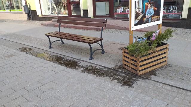 W Chełmnie przysiąść można na nowych ławkach. Nowe (zdjęcia) są już na ul. Grudziądzkiej, na rynku i przy ul. Dworcowej