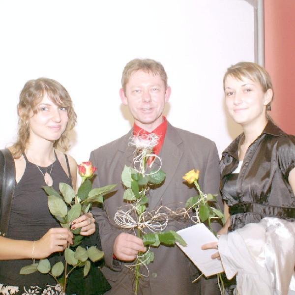 Na wernisażu były gratulacje i kwiatki