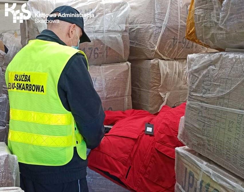Próbowali przemycić odzież wartą prawie 300 tys. zł! Kontener z ubraniami przypłynął z Chin