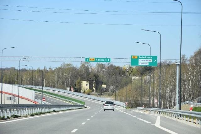 Droga Regionalna Pszczyna-Racibórz w Rybniku mierzy 10 km. Oddana została do użytku w kwietniu 2020 roku. Kosztowała 433 mln zł.Zobacz kolejne zdjęcia. Przesuwaj zdjęcia w prawo - naciśnij strzałkę lub przycisk NASTĘPNE
