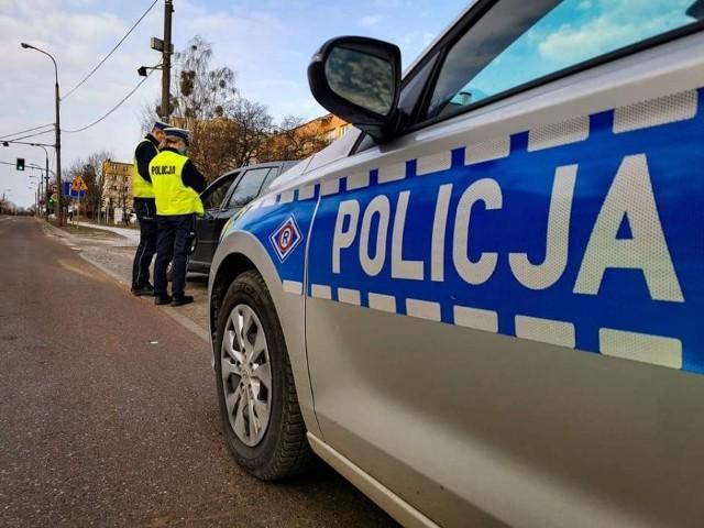 Niesprawne światła stop w volkswagenie zwróciły uwagę policjantów. Okazało się, że kierowca ma na sumieniu znacznie poważniejsze przewinienia