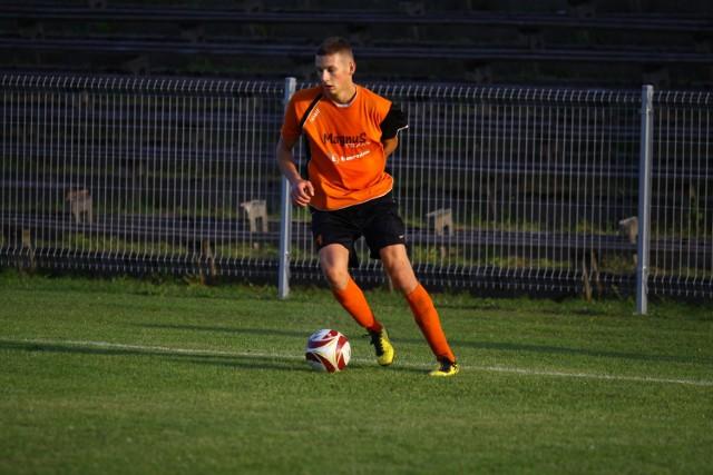 Dawid Czapliński zdobył drugą bramkę dla Małejpanwi, by za chwilę opuścić boisko po drugiej żółtej kartce. Jego koledzy grając w osłabieniu nie dali sobie jednak wydrzeć zwycięstwa.
