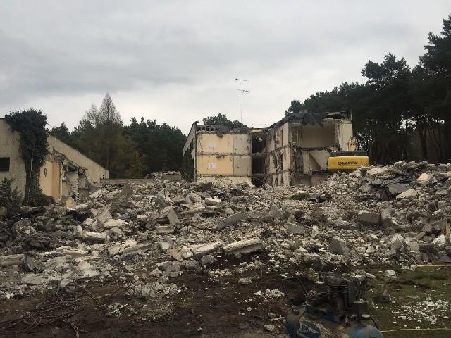 Wyburzanie budynku, w którym niegdyś mieścił się Hotel Gromada potrwa do końca tego tygodnia.