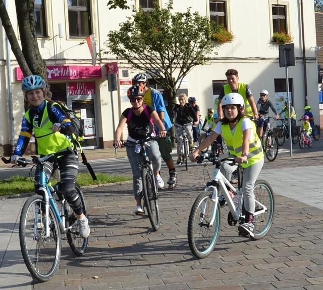 W gminie Skawina coraz więcej osób przesiada się na rower, rolki i hulanogi, a także uczestniczy w różnych imprezach sportowo-rekreacyjnych