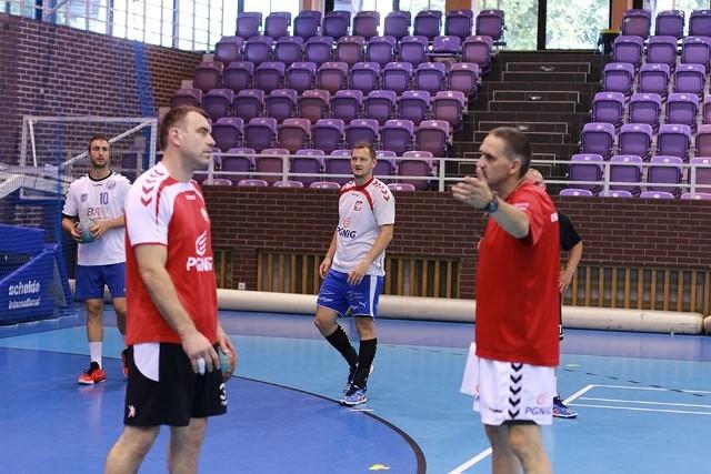 Duet trenerski Zembrzuski - Jurecki ma spory ból głowy po piątej porażce z rzędu