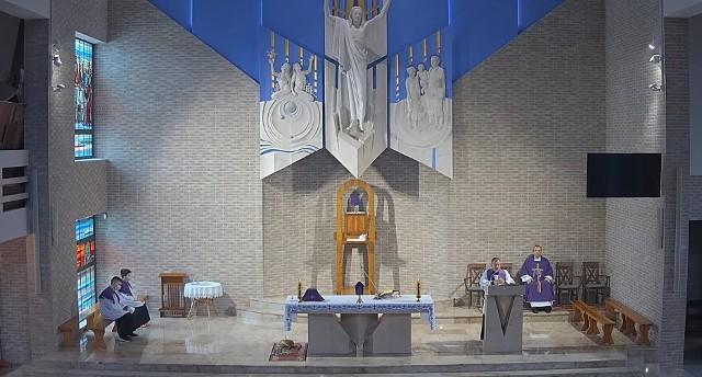 Niedzielna msza święta w kościele Opatrzności Bożej w krakowskich Swoszowicach