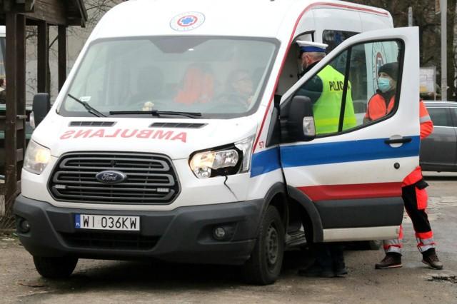 Na miejsce zdarzenia przybyli ratownicy medyczni oraz lekarz, który stwierdził zgon 31-letniego mężczyzny, mieszkańca gminy Rogowo w powiecie żnińskim.