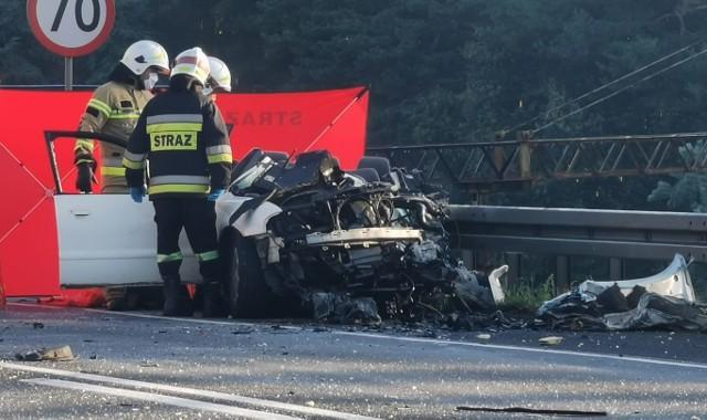 W niedzielę, 16 sierpnia około godz. 6 rano na drodze S11 między miejscowościami Strugi i Antonin bus zderzył się z autem osobowym. Dwie osoby zginęły, a siedem jest rannych.Kolejne zdjęcie --->