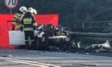 Tragiczny wypadek w Antoninie na S11: Dwie osoby nie żyją, siedem zostało rannych