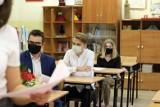 """Do bezpiecznego otwarcia szkół potrzeba większej liczby zaszczepionych. Samsel: Ruszamy """"na hurra"""""""