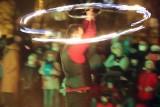 Niezwykły pokaz fireshow na skwerze Kolbego ZDJĘCIA