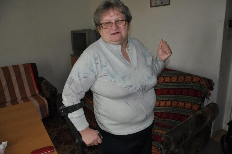 - Bardzo chciałabym znaleźć pracę, chodzę na rozmowy kwalifikacyjne, ale żaden pracodawca _nie chce zatrudnić starszej kobiety z niepełnosprawnością ruchową - mówi Teresa Mazur z Kluczborka.