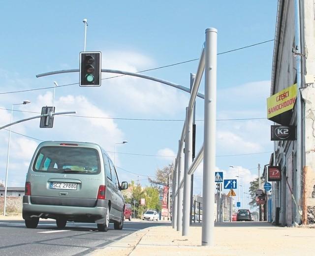 Przedsiębiorcy skarżą się, że zniknęły dotychczasowe miejsca parkingowe, a pod sklepy nie można już swobodnie podjechać