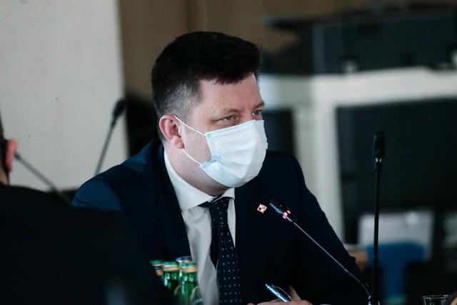 Kontrowersje wokół szczepień w Rzeszowie. Michał Dworczyk komentuje: wszystkie regiony szczepią w podobnym tempie