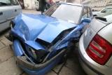Wrocław: Rozbił 4 auta, później wyrzucił strzykawkę z samochodu (ZDJĘCIA)