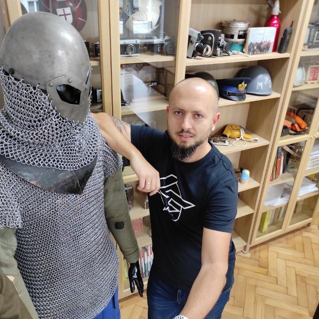 Marcin Włoch, nauczyciel historii w Zespole Szkół Prywatnych nr 1 w Sosnowcu, został youtuberem. Zainspirował go do tego... lockdown.Zobacz kolejne zdjęcia/plansze. Przesuwaj zdjęcia w prawo - naciśnij strzałkę lub przycisk NASTĘPNE