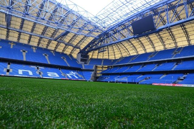 Mecz Lech Poznań - Legia Warszawa bez kibiców, odwołane mecze od IV ligi w dół czy przełożony PKO Poznań Półmaraton 2020 to tylko kilka  imprez, które sparaliżował koronawirus.