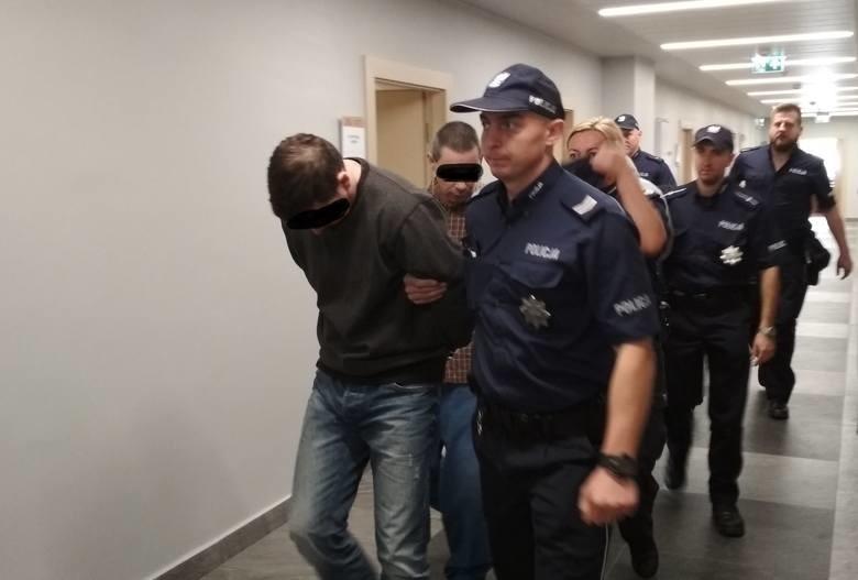 Czterej mężczyźni oskarżeni o brutalne pobicie, gwałt czy...
