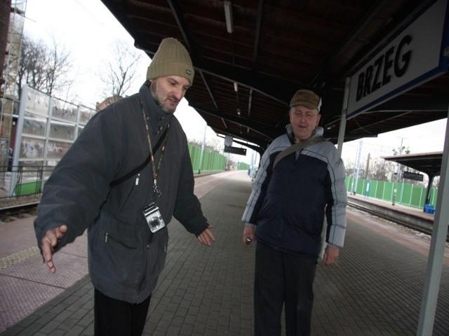 - Świetnie, że przebudowano dworzec w Brzeg. Przy schodach prowadzących na perony są windy dla niepełnosprawnych, a pasażerowie mają na peronach nowy dach nad głową - oceniają Waldemar Matkowski i Robert Wyszyński.