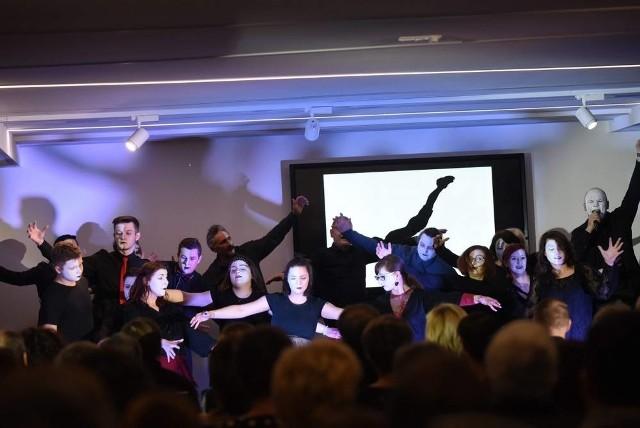 Występ Teatru po Pracy w Oblackim Centrum Młodzieży NINIWA w lublinieckim Kokotku 3.03.2019