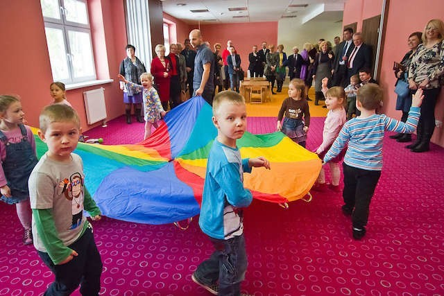 W Domu Jubileuszowym fundacji Wiatrak przy ulicy Bołtucia wolny czas spędzają zarówno dzieci, jak i dorośli.