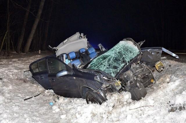 Uszkodzony w wyniku wypadku samochód osobowy