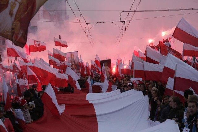 11 listopada to święto państwowe w Polsce obchodzone corocznie dla upamiętnienia odzyskania niepodległości przez Polskę w 1918.
