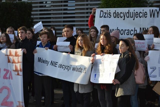Jesienią 2019 roku odbyły się już protesty przeciwko likwidacji kilku jaworznickich szkół. Czy taka sytuacja się znowu powtórzy? Zobacz kolejne zdjęcia. Przesuń zdjęcia w prawo - wciśnij strzałkę lub przycisk NASTĘPNE