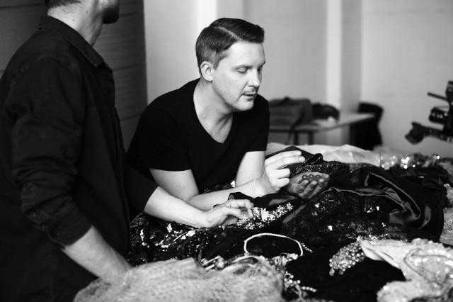 Znany projektant mody rozpoczął współpracę z VIVE Textile Recycling. Powstaną ubrania z recyklingu