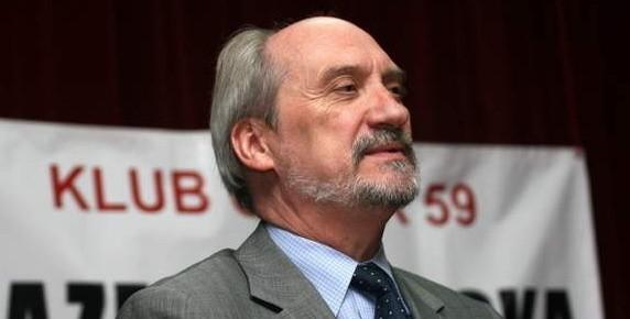 """Antoni Macierewicz w klubie """"Oczko"""""""