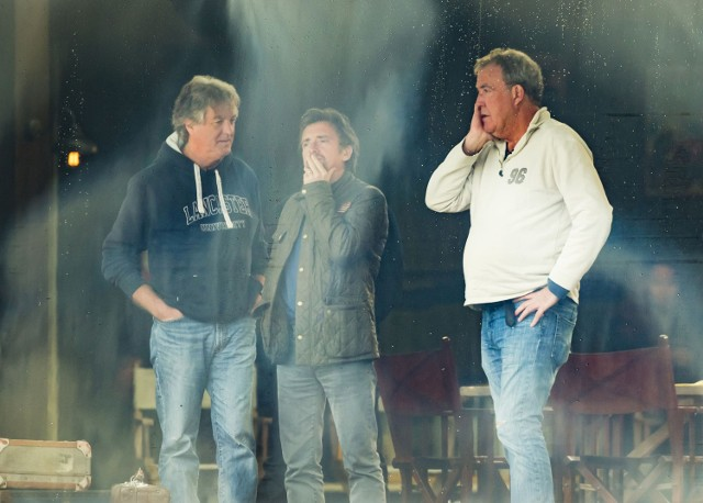 Słynne trio: Jeremy Clarkson (z prawej), Richard Hammond(w środku) i James May błyszczy w programie The Grand Tour