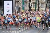 Poznań: Przez półmaraton nie mógł dojechać do szpitala z dzieckiem, które wymagało natychmiastowej pomocy. Pomogli mu dopiero policjanci