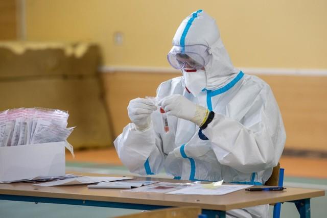 Do tej pory na Opolszczyźnie zakażonych wirusem Sars-CoV-2 było 46,7 tys. osób. To oficjalne dane, a więc potwierdzone testem. Zdaniem specjalistów tę liczbę można pomnożyć nawet przez 5.