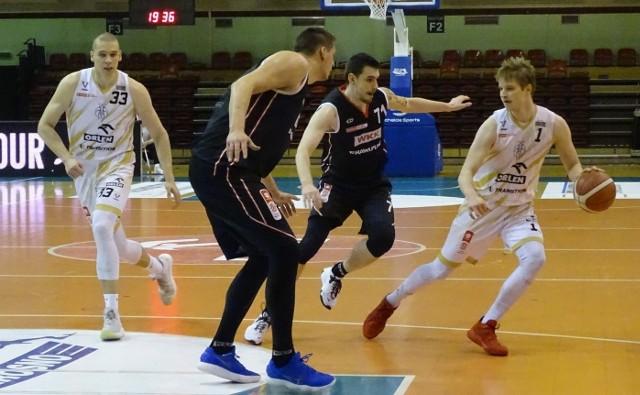 Mateusz Szczypiński (z piłką) ostatnio grał w Krośnie