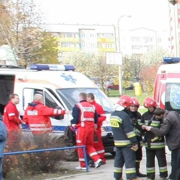 Na miejsce przyjechali strażacy i pogotowie ratunkowe.