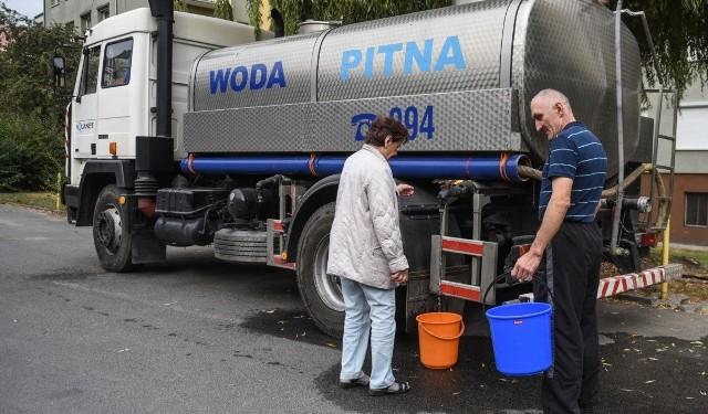 Skażona woda to duży problem i utrudnienia dla mieszkańców. W niektórych wioskach po wodę chodzą z wiadrami