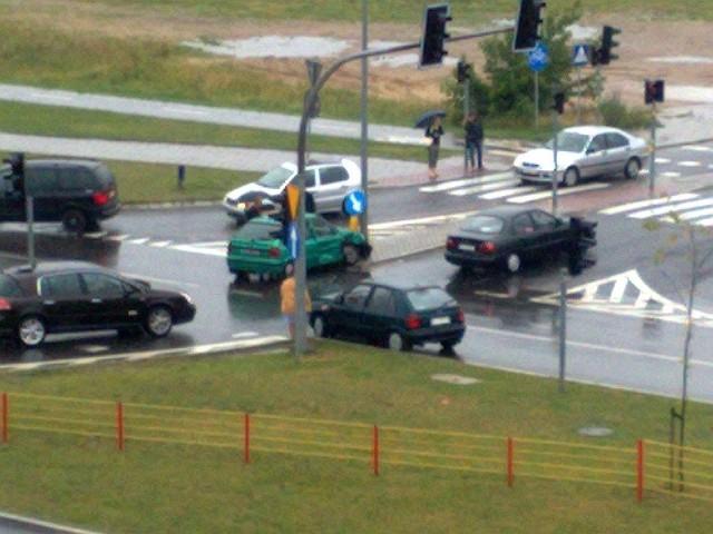 Kolizja przy Carrefour na WroclawskiejKolizja przy Carrefour na Wroclawskiej