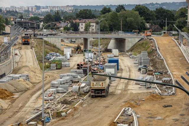 Budowa Trasy Łagiewnickiej miała zakończyć się do końca 2021 roku. Wykonawca złożył wniosek, by prace wydłużyć o pół roku.