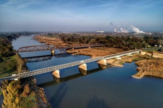 Trwa remont mostu kolejowego nad Wartą na trasie z Kostrzyna nad Odrą w stronę granicy polsko-niemieckiej.