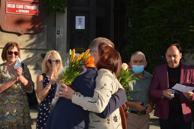 Burmistrza Mirosława Gąsika witali mieszkańcy miasta, radni i przyjaciele.
