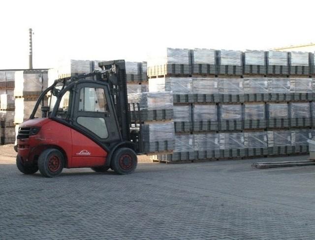 Ziel-Bruk swoich odbiorców ma w promieniu ok. 100 km od wytwórni.  Dostarcza wyroby na konkretnie zamówienie i na plac budowy (fot. Jakub Pikulik)