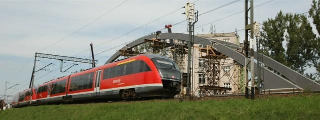Zbliża się remont wiaduktu kolejowego nad ulicą Grabiszyńską. Wymienione będzie drugie przęsło, przez które prowadzą dwa tory. To sprawi, że część pociągów nie dojedzie do Wrocławia Głównego. Z utrudnieniami będą też musieli liczyć się kierowcy.