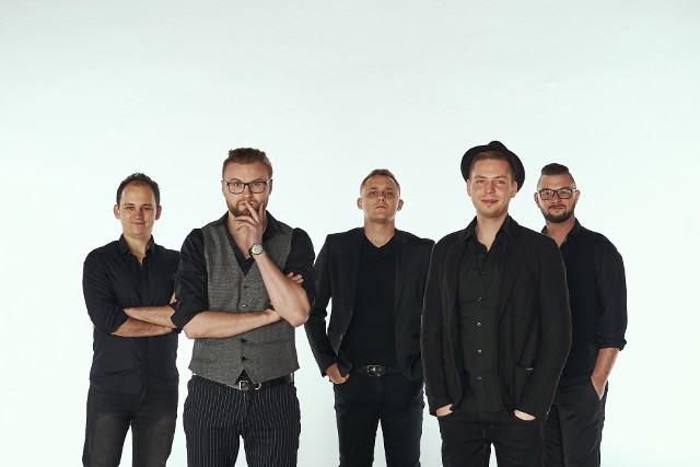 Każdy koncert zespołu NeoKlez to potężna dawka klezmersko-bałkańskich dźwięków.