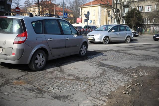 Nawierzchnia ulicy Prądnickiej jest w fatalnym stanie.