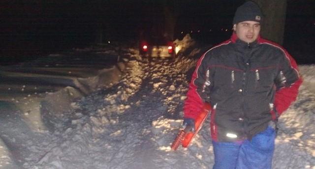 Droga wojewódzka między Cichoradzem a Unisławiem: - Bez łopaty byśmy nie przejechali - mówią kierowcy