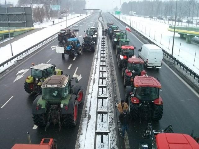 Rolnicy wyjechali na S8