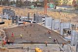 Wieści ze stadionu Pogoni Szczecin. 150 osób pracuje przy budowie obiektu. ZDJĘCIA